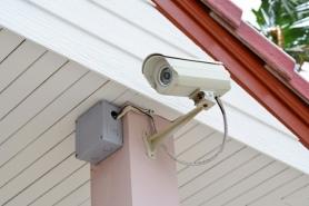 Video-Kamera-Überwachung-Einfamilienhaus-gegen-Diebstahl-während-Urlaub