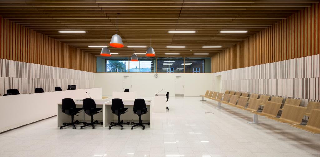 """Verhandlungssaal im frisch renovierten """" Verhandlungssaal im frisch renovierten """" Frederiksberg- Courthouse"""" (Kopenhagen)"""